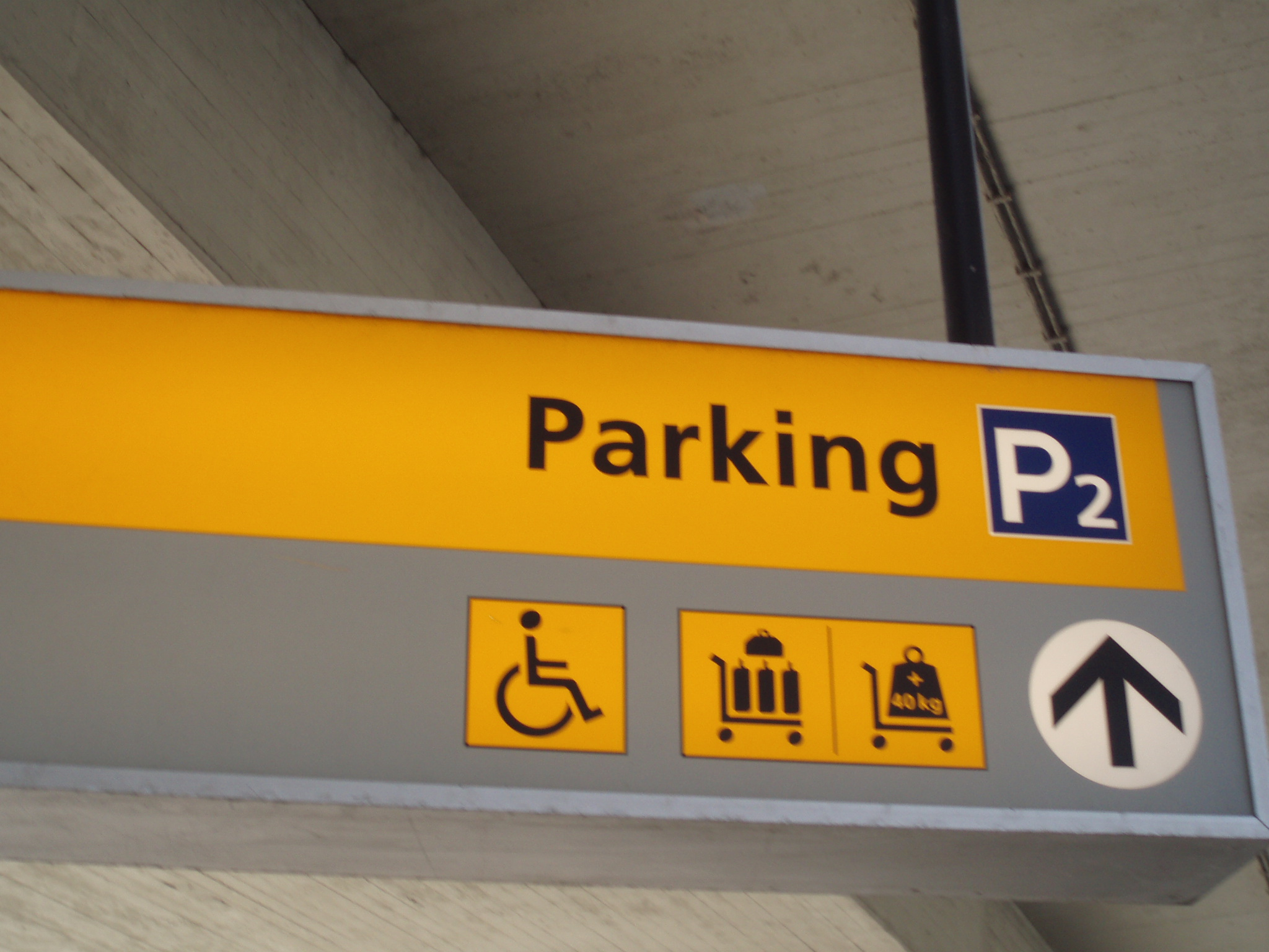 schiphol parkeren p2